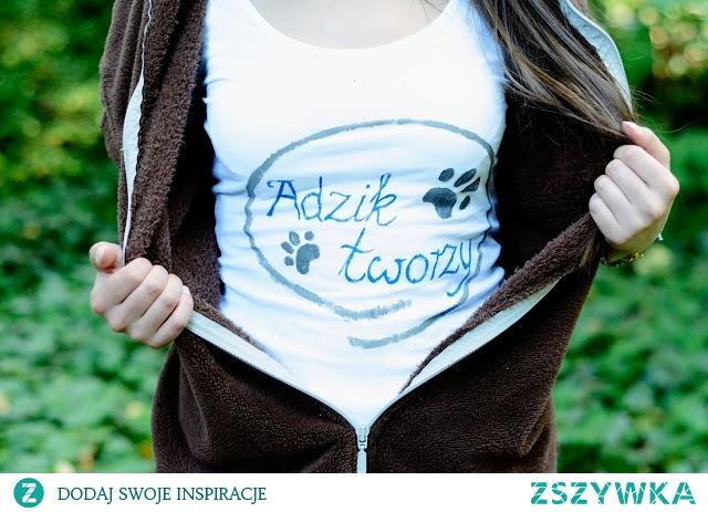 Przerobiona bluzka z sh - ręcznie namalowałam sobie swoje blogowe logo :)  Więcej pomysłów na przerabianie ubrań i DIY dla każdego na Adzik-tworzy.pl
