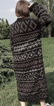 długi sweter z resztek włóc...