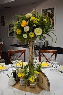 dekoracja ślubna ..  tak jesiennie .... słoneczniki, róże, eustoma , stokrotki ,