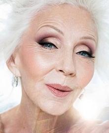 Przepiękny makijaż kobiety ...