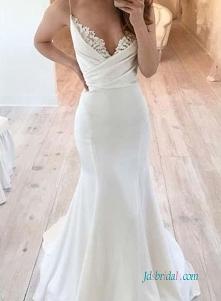 Piękna prosta suknia ślubna...
