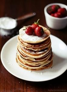 Pancakes i truskawki