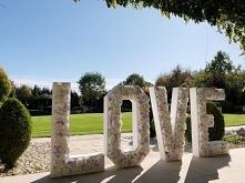 Napis LOVE do wypożyczenia ...
