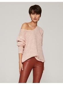 Sweter o luźnym splocie pas...