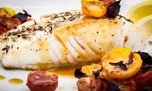 Ryba pieczona z pomidorkami