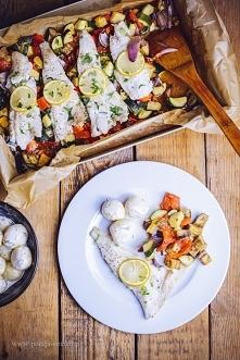Ryba pieczona na warzywach: