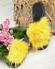 Klapki z futerkiem w żółtym...