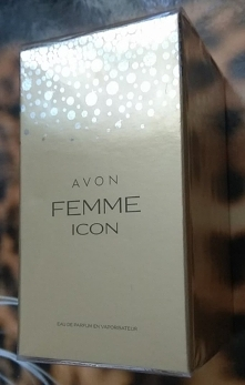 Witam Mam do sprzedania nową zafoliowaną Wodę perfumowaną Avon Femme Icon 50 ml  Kategoria: kwiatowo-drzewno-piżmowa  Nuty zapachowe: kwiat róży, truskawki, paczula  Woda perfum...