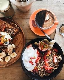 Co preferujecie na śniadanie? U mnie górują zdrowe omlety, gofry i naleśniki ^.^