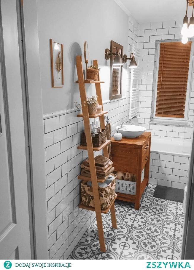 Drabinka Naturalna Danusia jako regał w łazience  Zdjęcie dostaliśmy od naszej klientki, Pani Agaty :)  Drabinki znajdziesz na Nasze Domowe Pielesze