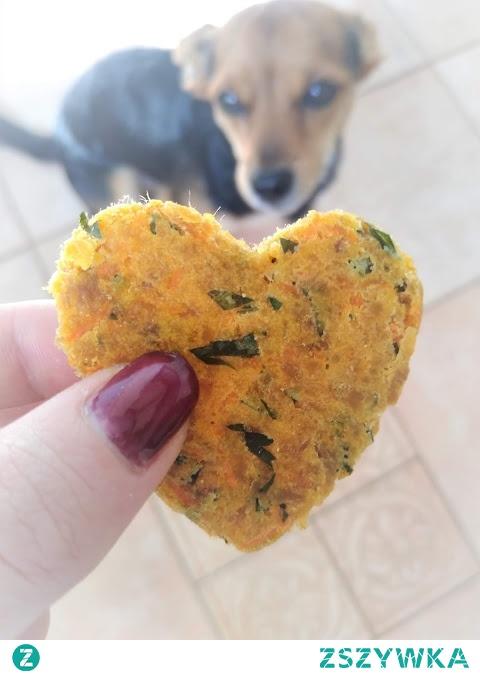 Zdrowe i szybkie ciastka tuńczykowo-marchewkowe dla psa