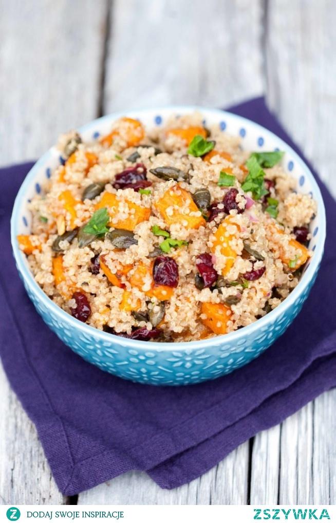Sałatką z dynią, kaszą quinoa i żurawiną