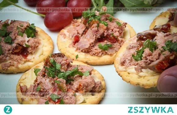Mini kanapeczki z wędzoną makrelą