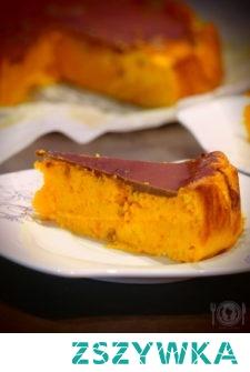 Wspaniałe ciasto w kolorze intensywnej pomarańczy. Mocno dyniowe, o lekko sernikowej konsystencji. Stanowi idealną odskocznię od jesiennych szarości. Polecam!