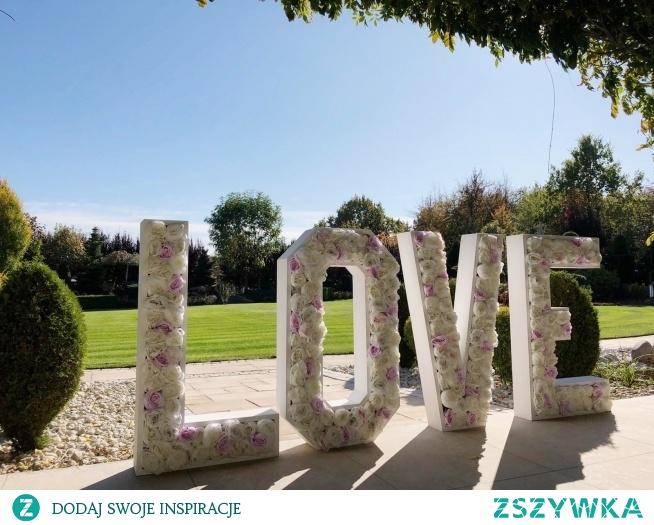 Napis LOVE do wypożyczenia Po więcej informacji prosimy o wiadomość e-mail: kontakt@dolcefiore.pl