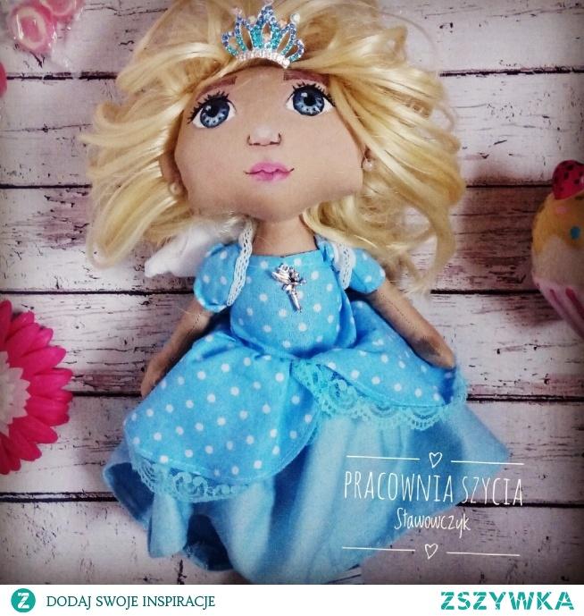 lalka królewna aniołek piękna i z gracją
