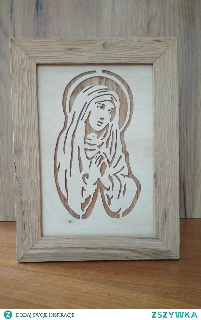 Matka boska misternie wycięta w sklejce. Rama i podkład z drewna dębowego. Doskonały prezent!