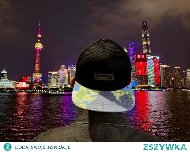 KUPON RABATOWY -10% DO WYKORZYSTANIA NA STRONIE SZWENDAMSIE. PL: ZSZYWKA Specjalnie dla Radka wybraliśmy model czapki z fragmentem Chin =) i proszę! foto z #shanghai pozdrawiamy Cię!