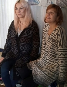 długie swetry na drutach z ...