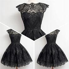 Koronkowa sukienka gothic, rozkloszowana. Na imprezę, studniówkę, wesele. Tylko w MODITO - sprawdź!
