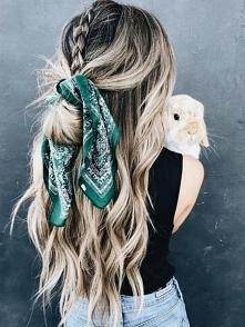 apaszka we włosach zawsze pasuje