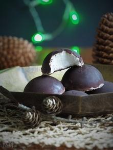Te słodkie pianki w czekola...