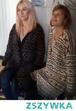 długie swetry na drutach z resztek sprutych włóczek - tak modny ostanio no waste - włóczkowy :)