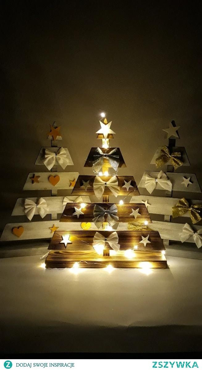 Ręcznie wykonane drewniane choinki z dekoracjami. w kilku wzorach do wyboru. pieknerzeczy.com.pl