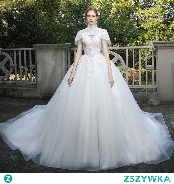 Moda Kość Słoniowa Suknie Ślubne 2020 Suknia Balowa Wysokiej Szyi Frezowanie Kutas Cekiny Z Koronki Kwiat Aplikacje Rękawy z Kapturkiem Trenem Katedra