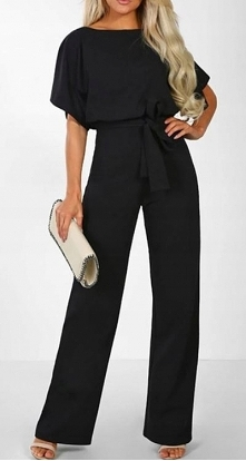 Długi, prosty, elegancki kombinezon to kwintesencja kobiecości.