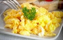 Jajecznica ze śmietaną