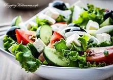 Sałatka z kozim serem, pomidorem i oliwką