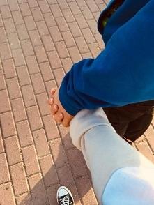 ,,Miłość przyjdzie a gdy miłość przyjdzie miłość cię obejmie miłość zawoła ci...