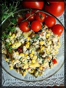 Sałatka z ryżem, tuńczykiem...