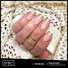 Która z Was wybiera błyskotki w paznokciach?