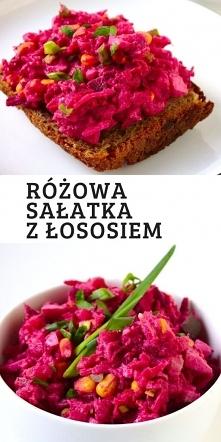 Różowa sałatka z łososiem i...