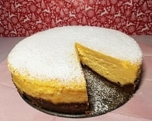 Sernik  na  żółtkach  1- kg.   serka  Capreggio 6-  żółtek  1 1/2  szkl  cukru  pudru  1 1/2  op.  budyniu  2  - łyżki  mąki  ziemniaczanej  1 1/2  op śmietany   36 %  wanilia  ...