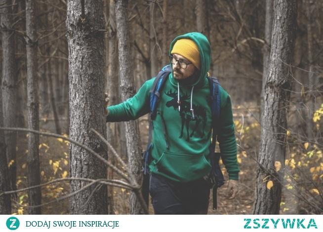 Bluza męska z kapturem kangurka ŁOŚ zielona testowana w idealnym otoczeniu ;)