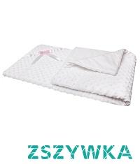 Biały kocyk minky - prezent dla małej dziewczynki, który z pewnością zostanie wykorzystany na wiele sposobów!