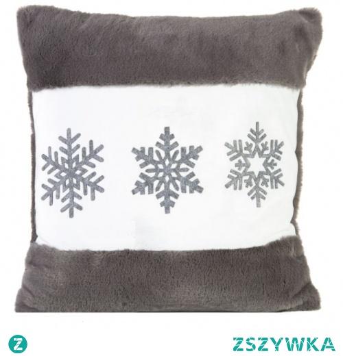 Poszewka dekoracyjna 45x45 ze śnieżkami to idealny pomysł na świąteczny element w Twojej sypialni lub salonie. Doda ona wyjątkowego charakteru wnętrzu. Została wykonana w 100% z poliestru. Niezwykle delikatna i miękka w dotyku.
