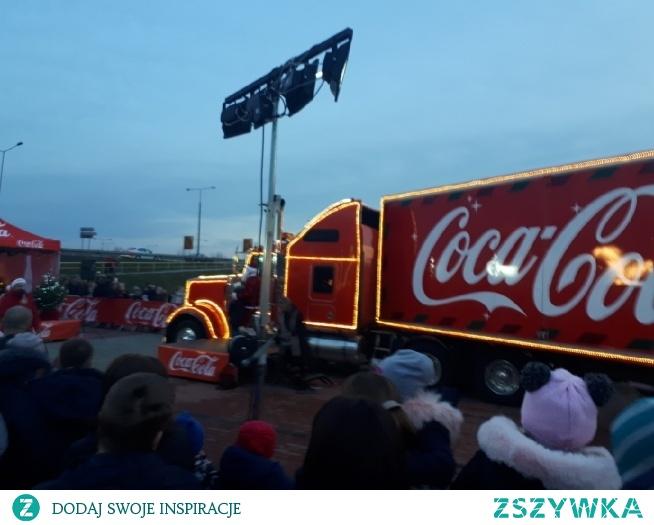 U nas przedwczoraj była ciężarówka Coca-Coli. Spełnienie marzeń! A jutro już święta. Wszystko przygotowane?