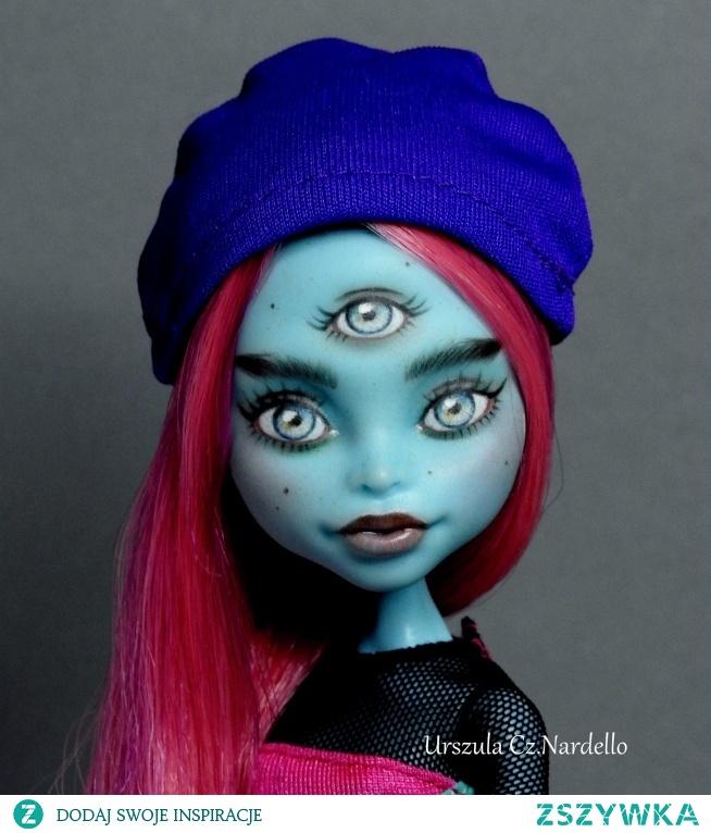 Monster High CAM-Three eyed ghoul..Repaint ooak doll