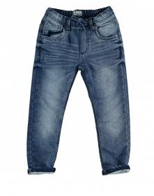 Wygodne spodnie jeansowe z gumką będą doskonałym wyborem do przedszkola czy szkoły.