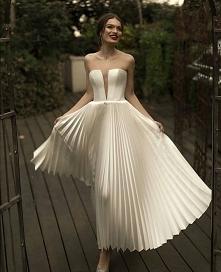 plisowana suknia