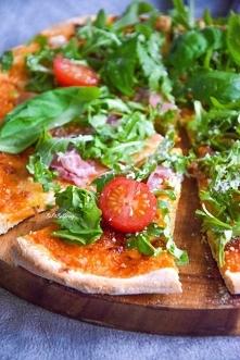 Domowa lekka pizza z rukolą...