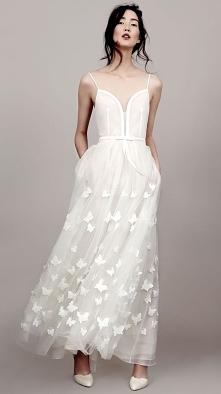 piękna, delikatna suknia śl...