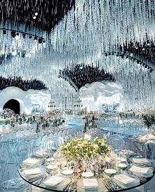 Co powiecie na wystrój sali weselnej w zimowym klimacie? Naszym zdaniem wygląda jak z bajki! ❄ Autor: bazevents