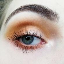 Żółty makijaż