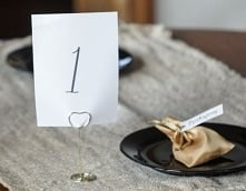 złoto serduszkowe oznaczenia stołów :)