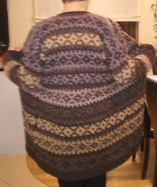 sweter na drutach robiony z...